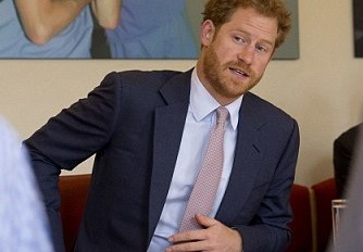 3609D34500000578-3676580-Prince_Harry_visited_the_Camberwell_hospital_this_morning_to_vis-m-19_1467890519332